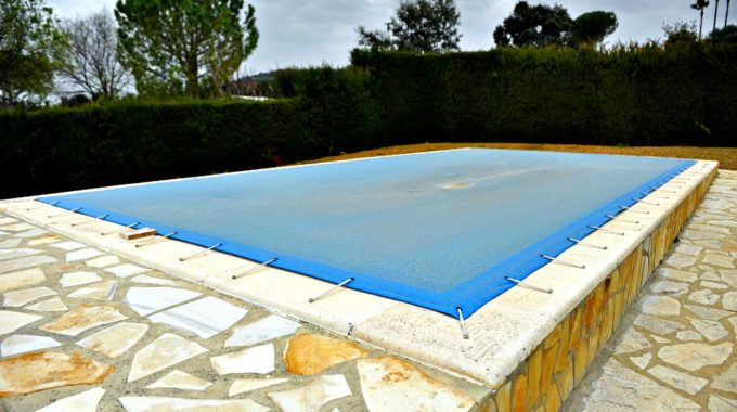 C mo escoger una lona para piscina tipos y funciones for Lonas para tapar piscinas