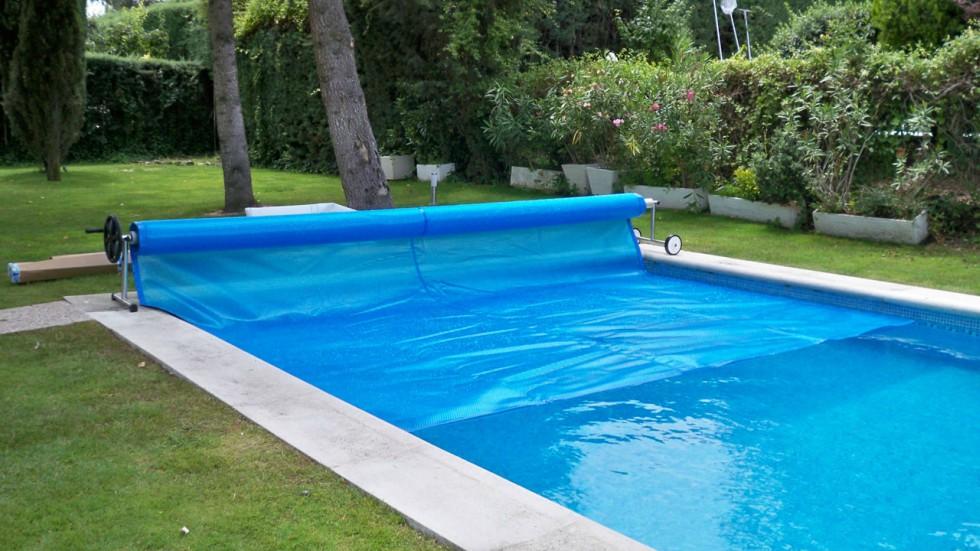 Tapar piscina sin imagen with tapar piscina gallery of for Lonas para tapar piscinas